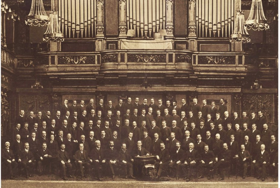The Vienna Philharmonic with Felix Weingartner, conductor of the subscription concerts 1908-1927